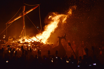 Burning a ship on tatsuyaoe.com blog